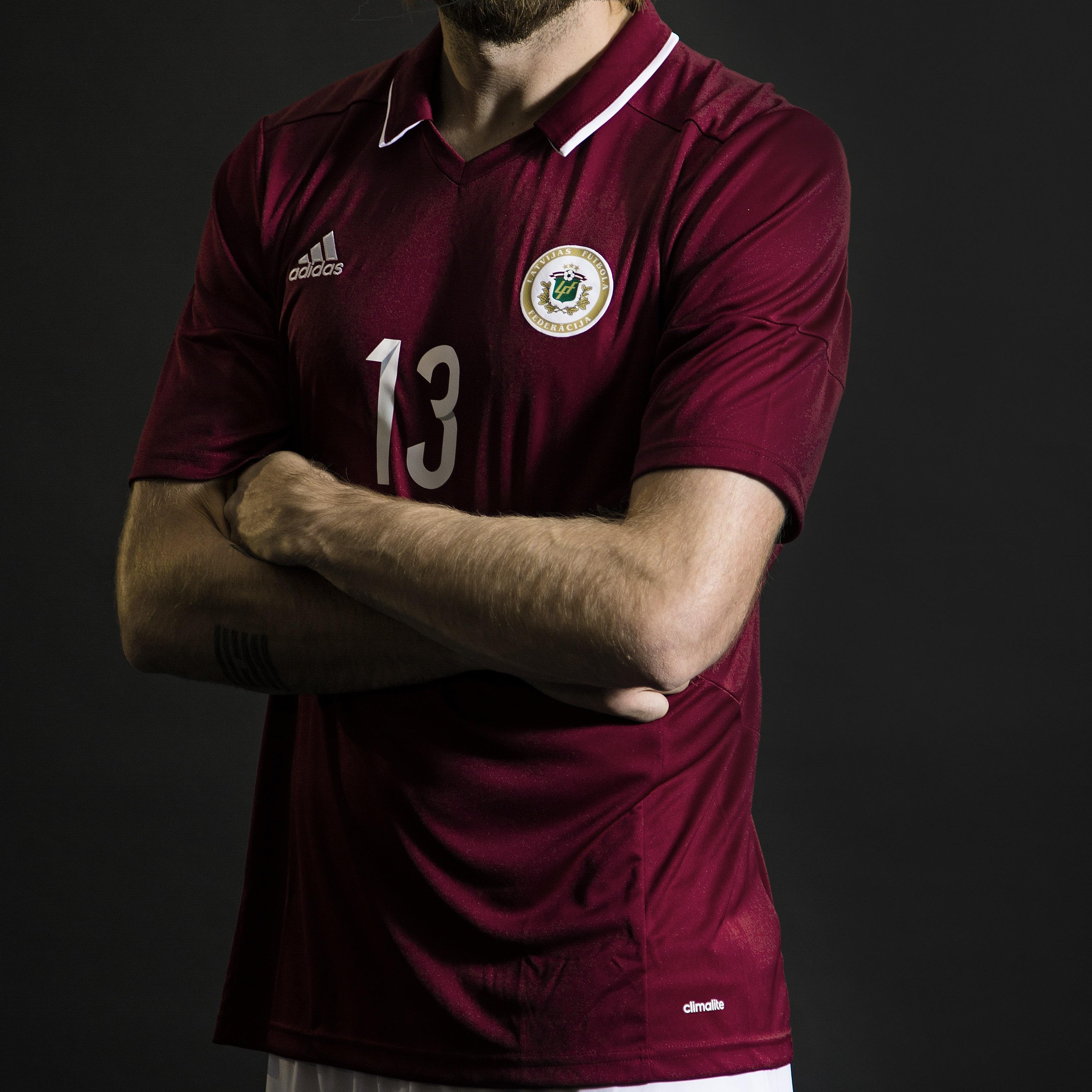 Latvijas futbola izlases spēļu krekls ( 2016.gada model)