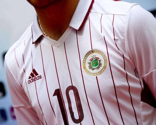 Latvijas futbola izlases spēļu krekls ( 2016.gada model2)
