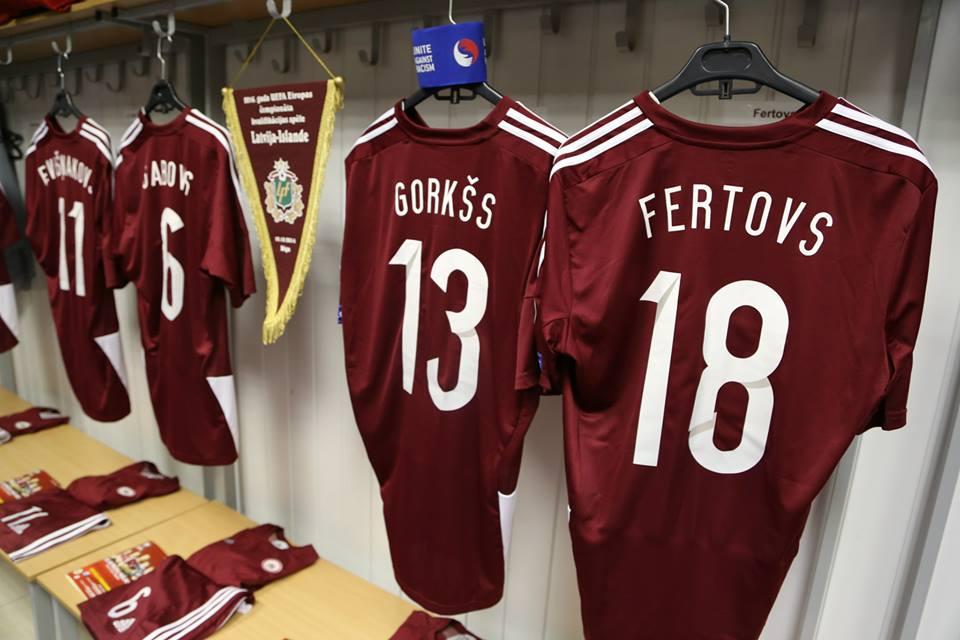 Latvijas futbola izlases spēļu krekls (ar numuru un uzvārdu)